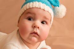 Porträt eines überraschten Babys Stockfoto