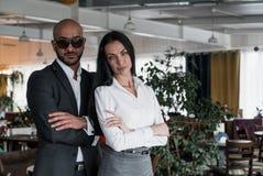 Porträt eines arabischen Geschäftsmannes mit einem Mädchen Lizenzfreie Stockbilder