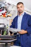 Porträt eines Arbeiters am Druckerstudio lizenzfreies stockfoto