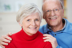 Porträt eines attraktiven glücklichen älteren Paares Lizenzfreie Stockbilder