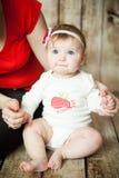 Porträt eines blauäugigen 6-Monats-Babys Stockfoto