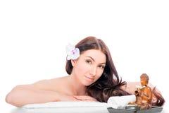 Porträt eines Brunette auf einem Badekurort proced Stockfotos