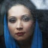 Porträt eines Brunette mit braunen Augen Lizenzfreie Stockbilder