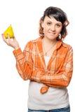 Porträt eines Brunettemädchens mit einer Birne stockfotos