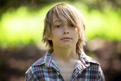 Porträt eines entzückenden Jungen Lizenzfreie Stockfotografie
