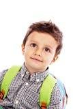 Porträt eines entzückenden kleinen Jungen mit Rucksack Lizenzfreies Stockfoto