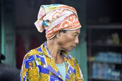 Porträt eines Frau Hindus, Dorf Toyopakeh, Nusa Penida am 17. Juni Indonesien 2015 Stockbild
