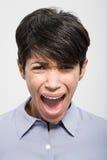 Porträt eines Frauenschreiens stockfotografie