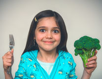 Porträt eines Fungierens des jungen Mädchens Stockfotografie