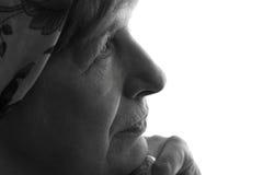 Porträt eines geknitterten Gesichtes der Großmutter Lizenzfreie Stockfotos