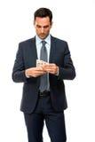 Porträt eines Geschäftsmannes, der Geld zählt Stockfoto