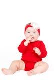 Porträt eines glücklichen entzückenden Säuglingskinderbaby-Lin-Rotes, welches das glückliche Lächeln auf einem weißen Hintergrund  Lizenzfreie Stockfotos