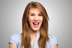 Porträt eines glücklichen Frauenlachens stockbilder
