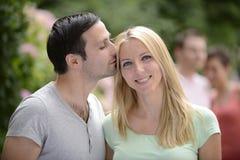 Porträt eines glücklichen heterosexuellen Paares Stockbilder