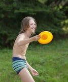 Porträt eines glücklichen Jungen in der Badebekleidung lizenzfreies stockfoto