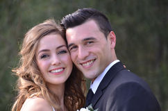 Porträt eines glücklichen jungen Paares stockfotografie