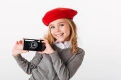Porträt eines glücklichen kleinen Schulmädchens Stockfoto