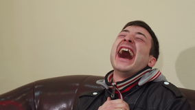Porträt eines glücklichen lachenden Mannes, Nahaufnahme stock video footage
