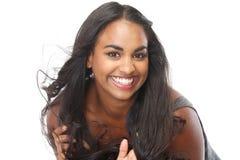 Porträt eines glücklichen Lachens der jungen Frau stockfotografie