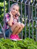 Porträt eines glücklichen Mädchens im Sommer Stockbilder