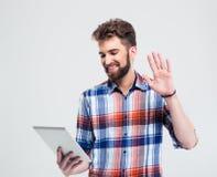 Porträt eines glücklichen Mannes, der Videoanruf macht Lizenzfreies Stockbild
