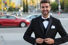 Porträt eines hübschen Herrn mit einem perfekten Lächeln Lizenzfreie Stockfotografie