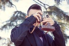 Porträt eines hübschen jungen Mannes Lizenzfreie Stockfotos