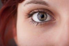 Porträt eines hübschen Mädchenabschlusses herauf Auge stockbilder