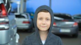 Porträt eines 8-jährigen Jungen, volles hd Video stock video