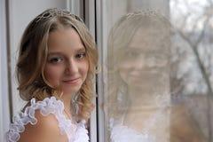 Porträt eines jugendlich Mädchens mit einem glücklichen Gesicht Lizenzfreies Stockbild
