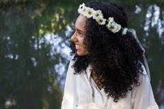 Porträt eines jungen afroen-amerikanisch Frauenlächelns Stockfotografie