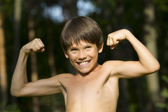 Porträt eines Jungen in der Natur Lizenzfreie Stockfotografie
