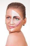Porträt eines jungen Mädchens mit Farbe auf ihrem Gesicht Lizenzfreies Stockbild