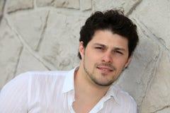 Porträt eines jungen Mannes Stockfotos