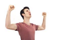 Porträt eines jungen Mannes mit ihrer Faust angehoben Lizenzfreies Stockfoto