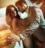 Porträt eines jungen, romantischen Paares stockbilder