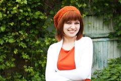 Porträt eines jungen schönen Mädchens in einem gestrickten Barett Stockfotos