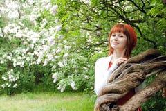 Porträt eines jungen schönen Mädchens in einem gestrickten Barett Lizenzfreies Stockfoto