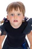 Porträt eines kleinen überraschten Mädchens Stockfotos