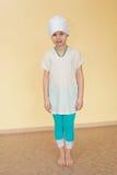 Porträt eines kleinen Mädchens in der Sportkleidung für Yoga stockbilder
