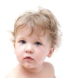 Porträt eines Kleinkindes mit dem gelockten Haar Stockfotografie
