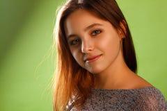Porträt eines lächelnden Mädchens Lizenzfreies Stockfoto