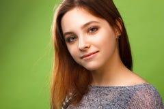 Porträt eines lächelnden Mädchens Stockbild
