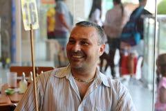 Porträt eines lachenden Mannes stockbild