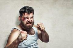 Porträt eines lustigen verletzten Kämpfers lizenzfreies stockfoto