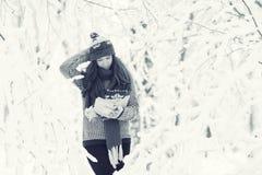 Porträt eines Mädchen Winter-Parks Lizenzfreie Stockfotografie