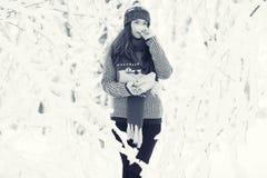 Porträt eines Mädchen Winter-Parks Stockfotos