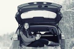 Porträt eines Mädchen Winter-Parks Lizenzfreie Stockfotos
