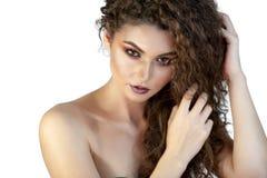 Porträt eines Mädchens auf einem Hintergrund mit Make-up lizenzfreie stockfotografie