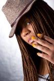 Mädchen mit einer Zigarre Lizenzfreie Stockbilder
